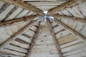 Вид на каркас крыши после обшивки
