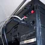 Подключение шнура питания и аудиоколонки в магнитолу