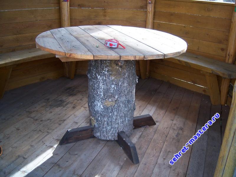 Оригинальный дачный стол в беседку