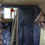 Обшивка стены пергамином, постерами и полиэтиленом