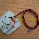 Кнопка с проводами