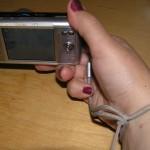 Фиксирование фотоаппарата на руке