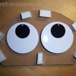 Глаза наклеены на диски