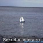 Барк в море
