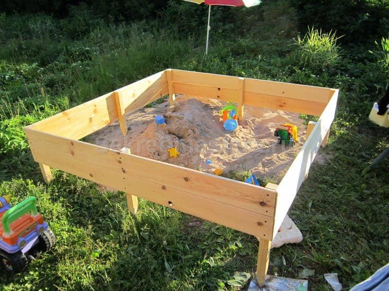 Стенки песочницы соеденены