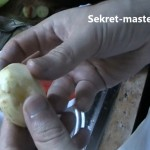 Берем чищенный картофель небольшого размера