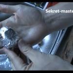 Обертываем сверток пищевой фольгой