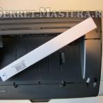 Вынимаем сетевой кабель из принтера