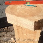 Ножка скамейки из целого бревна