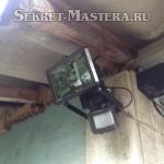 Удачное размещение видеорегистратора под козырьком с защитой от осадков и солнца