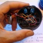 Компоновка деталей робота в корпусе колпачка солнечного фонаря