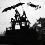 Трафареты поделки Хеллоуин закреплены на окне