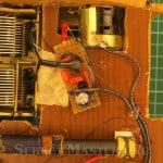 Плата установдлена в подвале шасси радиоприемника