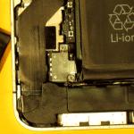 Винты крепления разъема iPhone 4