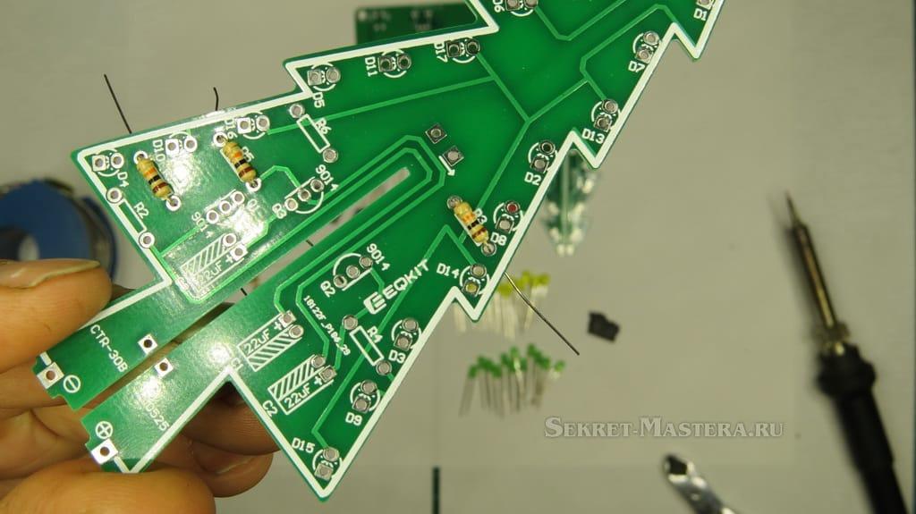 Установка резисторов в плату 3D елки