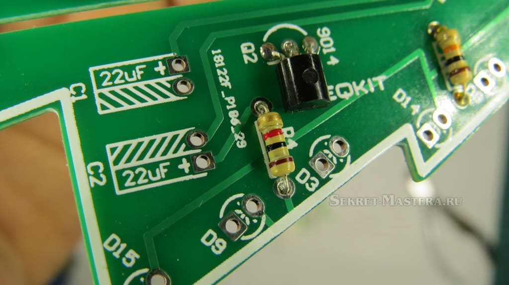 Пайка транзистора на плате электронной елки