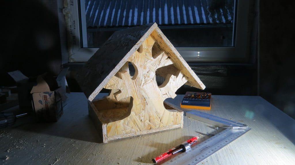 Кормушка для птиц. Крыша кормушки