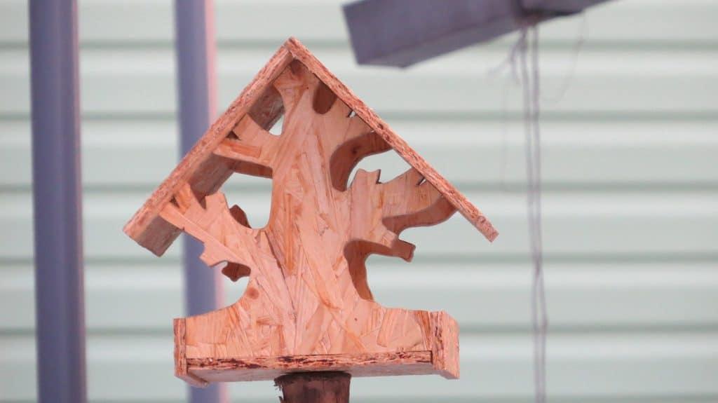 Кормушка для птиц из обрезков OSB