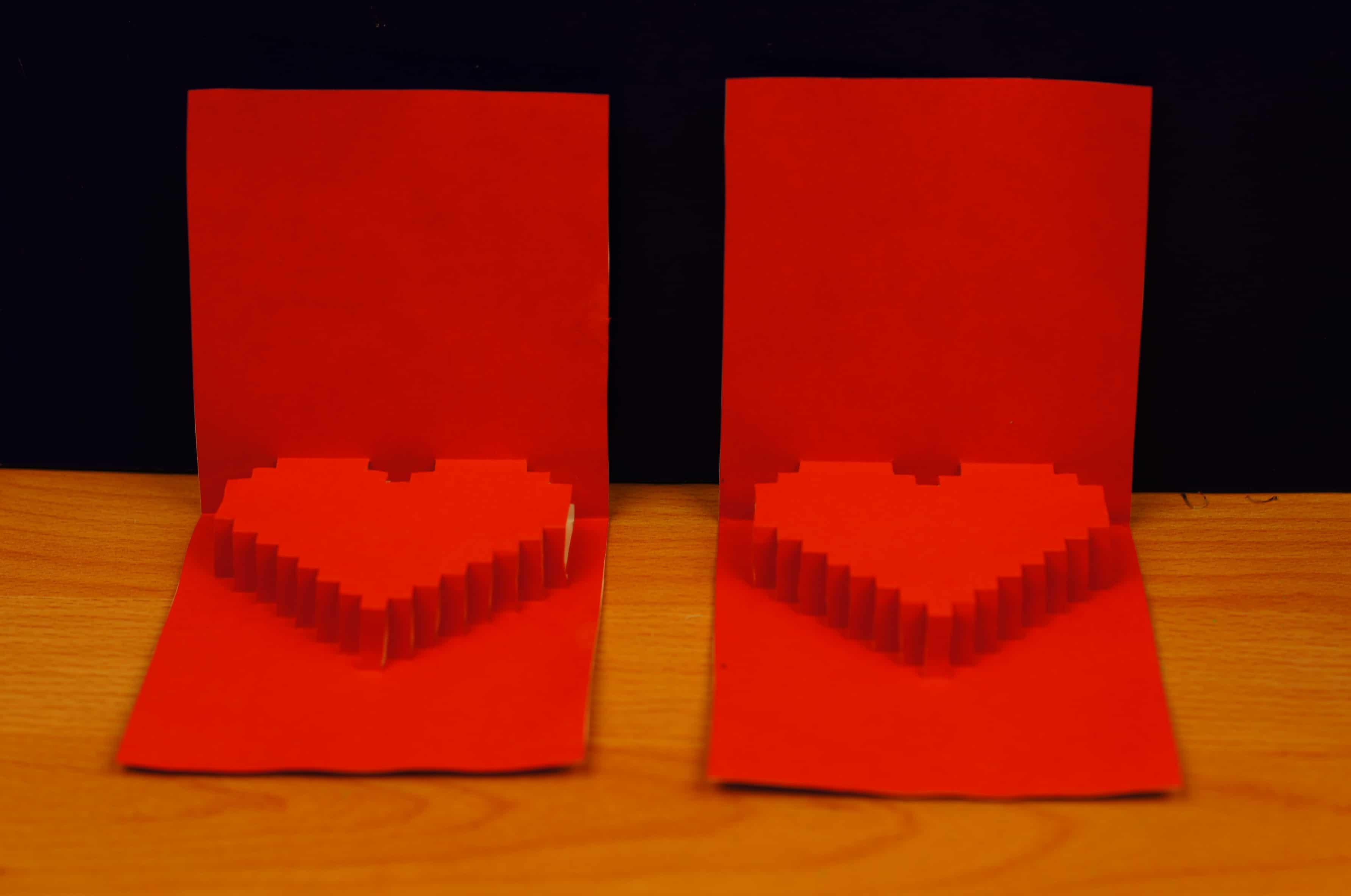 Открытка с пиксельным сердцем