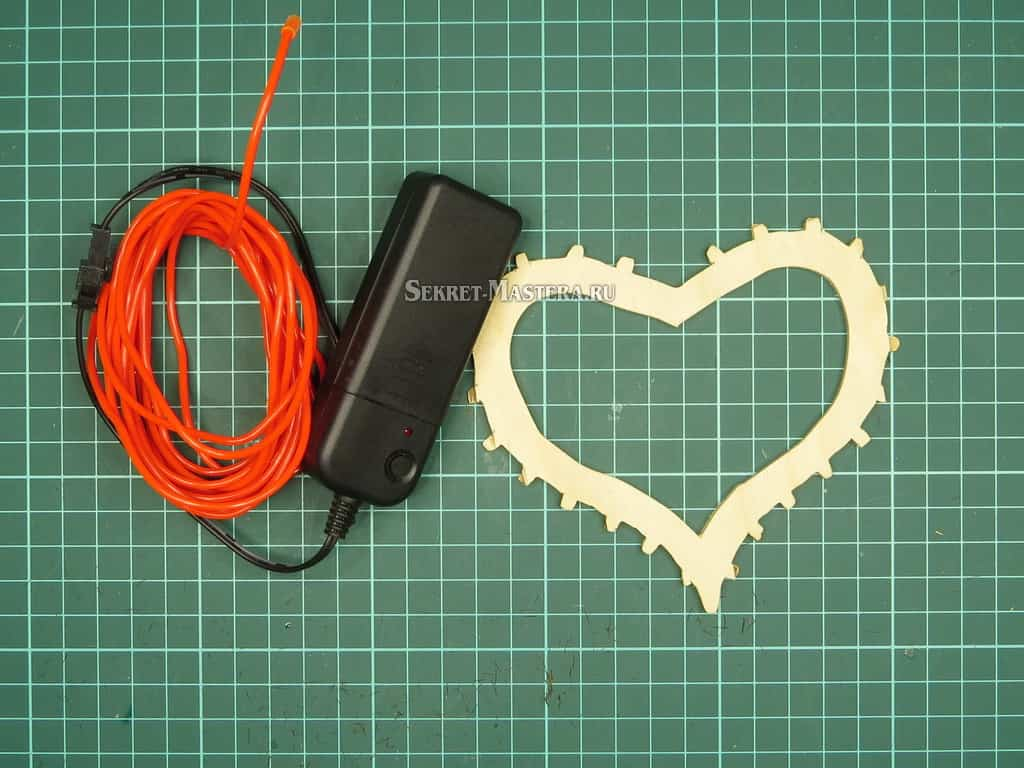 Каркас сердца и шнур холодного неона с контроллером