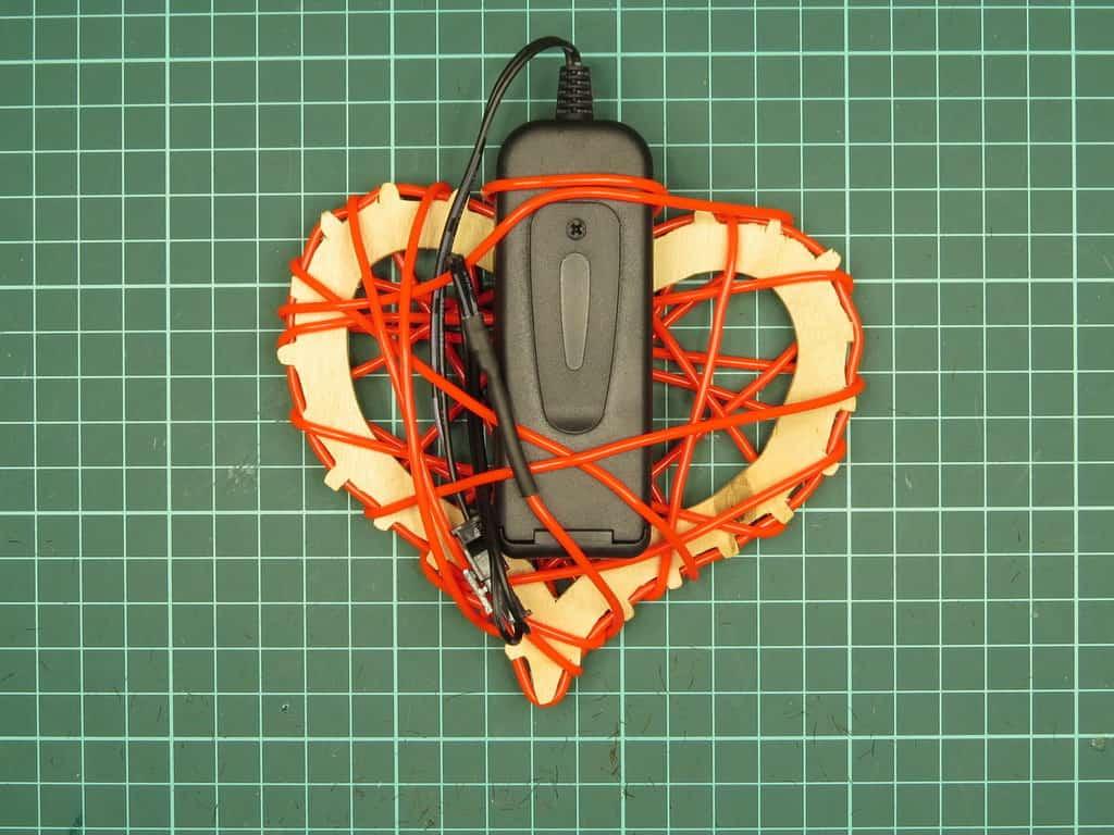 Контроллер примотан к каркасу сердца