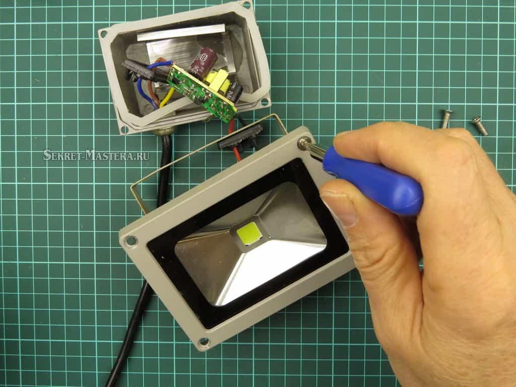 Снятие рамки стекла LED прожектора